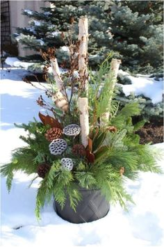 Neutral winter decor ideas for after Christmas. How to decorate your home after the holidays. Neutral and cozy inspirations for both the interior and exterior. Outdoor Christmas Planters, Christmas Urns, Outdoor Planters, Winter Christmas, Thanksgiving Holiday, Christmas Crafts, Christmas Offers, Christmas Ideas, Diy Planters