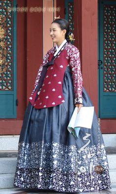 """Han Hyo Ju in""""Dong-Yi"""" with script Dong Yi, Korean Traditional Dress, Traditional Dresses, Yi King, Korea Dress, Korean Hanbok, Beautiful Costumes, Cute Korean, Korea Fashion"""
