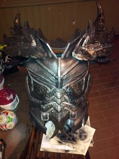 Almost finished chest! Cosplay Dovahkiin Daedric full armor from Skyrim Skyrim Cosplay, Daedric Armor, Costume Patterns, Costume Ideas, Foam Armor, Armadura Medieval, Sword And Sorcery, Cosplay Tutorial, Elder Scrolls