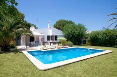 Villa Parque is a beautiful 2 bedroom villa with private pool, wifi, air con. Villa With Private Pool, Menorca, Spain, Places To Visit, Outdoor Decor, Beautiful, Spanish