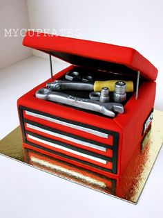 Valentine's Day Cupcakes The special Valentine's day gift for my husband. Of course, it's chocolate cupcakes! Birthday Cakes For Men, Car Cakes For Men, Cake Birthday, 50th Birthday, Cake Designs For Boy, Cake Design For Men, Mechanic Cake, Tool Box Cake, New Cake