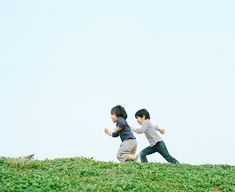 By Hideaki Hamada kids outside fun Asian Kids, Asian Babies, Film Photography, Children Photography, Barakamon, Japanese Photography, Kids And Parenting, Cute Kids, Photoshoot