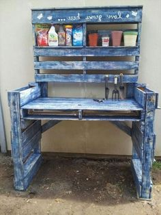 Woodworking Projects Pallet Projects for Your Garden: Check out these 30 Clever DIY Pallet Ideas on Pallet Garden Benches, Pallet Potting Bench, Potting Tables, Pallet Gardening, Organic Gardening, Outdoor Pallet, Pallet Work Bench, Pallet Planters, Pallet Couch