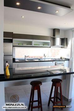 Amoblamiento Cocina Melamina color litio combinado con titanio Kitchen Corner, Kitchen Sets, Kitchen Cabinet Design, Interior Design Kitchen, Kitchen Drawers, Grey Kitchens, Home Kitchens, Home Room Design, Kitchen Furniture