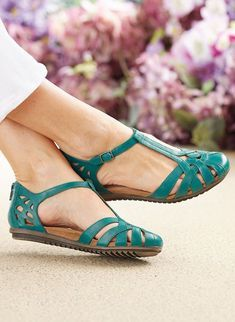 Cobb Hill™ Ireland Fisherman Sandal - Reel in the compliments Opt for comfort and style with this beautifully tailored T-strap sandal. Closed Toe Sandals, T Strap Sandals, Women's Shoes Sandals, Shoe Boots, Girls Sandals, Ankle Boots, Flats, Pretty Shoes, Beautiful Shoes