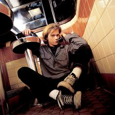 Listen to music from River Phoenix like Perfumes Si, Love is & more. Find the latest tracks, albums, and images from River Phoenix. River Phoenix, Moon River, Keanu Reeves, My Own Private Idaho, Photo Vintage, Joaquin Phoenix, 90s Grunge, Beautiful Boys, Beautiful People