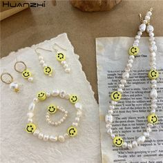 Wire Jewelry Rings, Cute Jewelry, Beaded Jewelry, Jewelery, Beaded Bracelets, Pulseras Kandi, Diy Collier, Face Jewellery, Homemade Jewelry