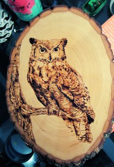 Easy Wood-Burning Owl If you are looking for great tips on woodworking, then www … Wood Burning Stencils, Wood Burning Tool, Wood Burning Crafts, Wood Burning Patterns, Wood Crafts, Easy Wood Projects, Easy Woodworking Projects, Woodworking Plans, Art Projects