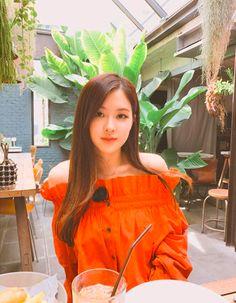 ╚blackpink iconsthetic w\ headers╗ - rose Forever Young, South Korean Girls, Korean Girl Groups, Divas, Off Shoulder Outfits, Jennie Lisa, Girl Celebrities, Park Chaeyoung, Blackpink Jisoo