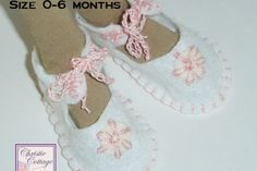 Baby Shoes, Booties, White and Pink Size months, Ready to Ship Jewelry Shop, Jewelry Design, Boho Jewelry, Fashion Jewelry, Cotton Crochet, Minimalist Earrings, Handmade Baby, Baby Booties, Creative Crafts