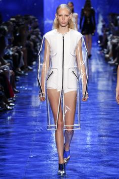 Mugler Spring 2017 Ready-to-Wear Collection - Vogue The Effective Pictures We Offer You About Haute Couture dentelle A quality picture can tell you many things. You can find the most beautiful picture Fashion Week, Fashion 2017, Street Fashion, Runway Fashion, Spring Fashion, High Fashion, Fashion Show, Fashion Design, Fashion Trends