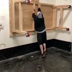 Awesome way to pulling Woodworking Bed Woodworking Shop Layout, Woodworking Bench Plans, Woodworking Workshop, Woodworking Projects Diy, Woodworking Videos, Garage Tools, Garage Shop, Garage Workshop, Garage Organisation