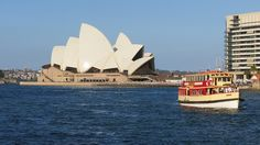 Circular Quay, Sydney Harbour, Sydney, New South Wales, Australia. (Creative Commons by Bob Linsdell, Flickr)