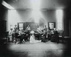 The Harvard computers posing for a photograph in 1925 (Harvard College Observatory) ...