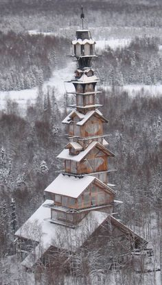 The Dr. Seuss House in Willow, Alaska. While this house is very creative, I'm not sure if it fascinates me or concerns me.???