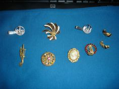 VINTAGE MIXED LOT JEWELRY PINS BROOCHES EARRINGS CAMEO SOME SIGNED NOT JUNK