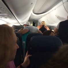 Tim Tebow prays with passenger's family after man has heart attack on flight
