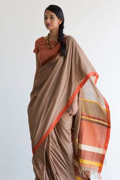 Thamba Rali Rata Saree from FashionMarket. Simple Sarees, Trendy Sarees, Stylish Sarees, Modern Saree, Sari Blouse Designs, Saree Trends, Saree Models, Elegant Saree, Saree Look