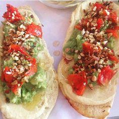 (English below)👧🏻💪🏻👶🏻 . . Bocadillo de humus ,guacamole ,tomate y avellanas !!👌👊 . Todo cocinado por mi señor marido!!❣️👶🏻 . . Homemade humus,guacamole,tomato and hazelnuts!!👌👊💪🏻 . All cooked , by my lord husband!!💪🏻👶🏻 . . #tuesday #dinner #dinnerdate #dinnertime #cooked #husband #homemade #homemadecooking #homemadefood #sandwich #humus #homemadehummus #guacamole #tomato #hazelnut #food #foodstyling #foodstagram #healthy #healthydinner #healthyfood #healthyeating…