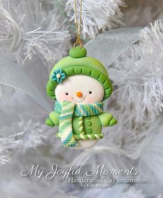 baby/toy snowbaby for Mom's snowmen/snowppl~ Handcrafted Polymer Clay Snowman Ornament by Kay Miller on Etsy. Polymer Clay Ornaments, Polymer Clay Figures, Polymer Clay Charms, Polymer Clay Projects, Polymer Clay Creations, Clay Crafts, Paper Crafts, Fimo Kawaii, Polymer Clay Christmas
