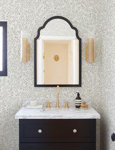 Classic White Bathrooms, Powder Room Wallpaper, Wallpaper In Bathroom, Bathroom Wallpaper Inspiration, Zen Design, House Design, Upstairs Bathrooms, Master Bathroom, Living Room Shop