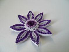 Fialový květ se střapatým pestíkem * quilling