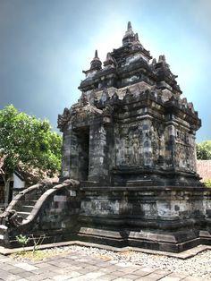 Pawon Temple Java, Wonderful Places, Garden Sculpture, Temple, Places To Visit, Destinations, To Go, Traveling, Skyline