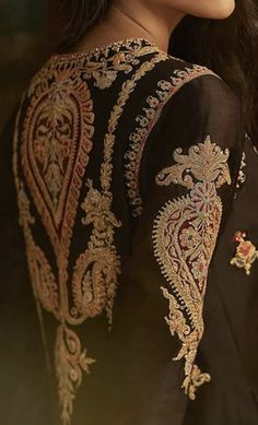 Pakistani Formal Dresses, Pakistani Fashion Party Wear, Pakistani Bridal Wear, Pakistani Dress Design, Embroidery On Clothes, Embroidered Clothes, Couture Embroidery, Embroidery Fashion, Nice Dresses
