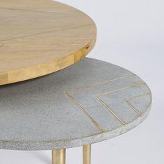 Mesas bajas apilables de mango macizo y metal dorado | Maisons du Monde