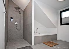 Badezimmer dusche gemauert  Bodengleiche Dusche-Thermostatarmatur-Fliesenmosaik | Gemauerte ...