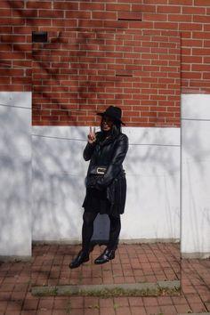BLACK ON BLACK ♠️ #alwaysgrateful #blogger #fblogger #bblogger #mtlblogger #canadianblogger #youtuber #youtubeblogger #modemtl #ootdmtl #fashionlover #fashionoutfits #fashionmarketer  #bloggingthestreets #bloggersfromallaroundtheworld #lovebeinginlove #paquellorarpaque #streetstyle #montreal #vlogger #ootd