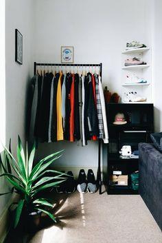 Inspirations Mens Bedroom Ideas - All Bedroom Design Bedroom Setup, Room Ideas Bedroom, Small Room Bedroom, Home Decor Bedroom, Mens Room Decor, Men Home Decor, Bedroom Rustic, Bedroom Art, Hypebeast Room