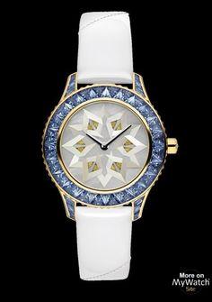 DIOR- Collection:Dior Grand Soir Modèle: Dior Grand Soir N°29 Origami- Pièce Unique-Or Jaune - Saphirs - Bracelet Satin et Cuir Verni Blanc. Prix sur demande. En vente depuis:2014.