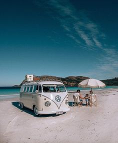 10 Models of Volkswagen Vans That are Suitable for Camping and Photo Taking - Camper Life Vw Camper Bus, Volkswagen Bus, Volkswagen Transporter, Vw Caravan, Transporter T3, Camper Life, Vw T1, Volkswagen Interior, Volkswagen Models