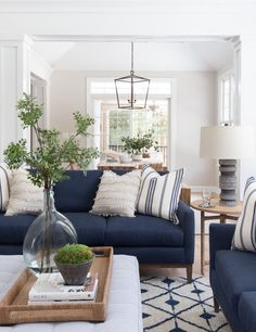 Blue Couch Living Room, Navy Living Rooms, New Living Room, Home And Living, Blue And White Living Room, Living Room Decor Blue Sofa, Blue Home Decor, Coastal Living Rooms, Home Decor Ideas
