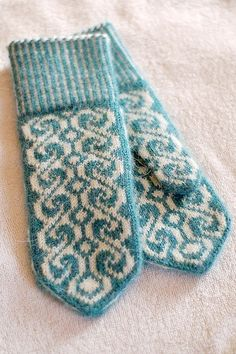Ideas For Crochet Mittens Tricot Knitted Mittens Pattern, Crochet Mittens, Knitted Gloves, Knit Crochet, Fingerless Mittens, Crochet Granny, Knitting Charts, Knitting Socks, Hand Knitting