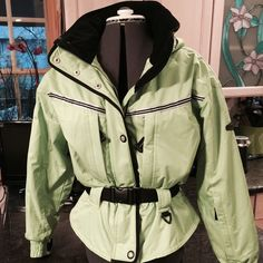 OBERMEYER THERMOLITE LIME GREEN SKI JACKET! Very nice OBERMEYER ski/snowboard/snow coat. Included multi zip compartments and pockets, built in snow guard to keep snow out, good, double zip and snap closure, belted. All the Bells and Whistles. EUC Obermeyer Jackets & Coats