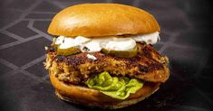 Rakenna säilytyskaappi terassille | Meillä kotona Salmon Burgers, Chicken, Ethnic Recipes, Food, Essen, Meals, Yemek, Eten, Cubs