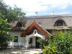 Badacsony - tervező: Mérmű Építész Stúdió Mediterranean Style Homes, Traditional House, Curb Appeal, Countryside, Palace, Farmhouse, Cottage, Cabin, Travelogue