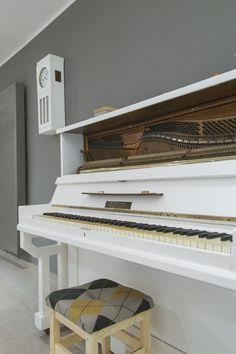 Zegar i piano // Jubilat . miejsce + spotkań (Poznań, 2015/2016). Projekt: Grzegorz Dąbkowicz OP. Foto: Krzysztof Nowak Piano, Music Instruments, Musical Instruments, Pianos
