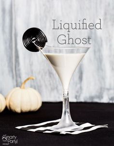 Halloween Cocktails are some of the most creative, festive & tasty drinks. Hosting a Halloween party or just want to be fun? Then check out these cocktails. Halloween Cocktails, Halloween Desserts, Hallowen Food, Halloween Food For Party, Holiday Drinks, Party Drinks, Cocktail Drinks, Fun Drinks, Halloween Treats