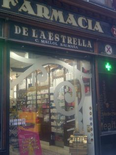 Farmacia La Estrella, Carrer Ferran de Barcelona. A beauty!!!