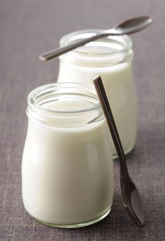 10 foods that fight belly fat  Yogurt To get the most of this natural source of probiotics, seek out yogurts like those by Fage, Dannon, and Oikos, which contain lactobacillus. In a 24-weekstudy published in the British Journal of Nutrition, women who consumed this type of probiotic lost twice as much weight as those who didn't regularly include it in their diets. Besides eating yogurt at breakfast, try using plain or Greek yogurt in chicken or tuna salads in lieu of mayo or sour cream.
