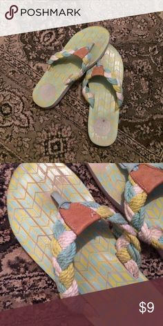 💎🆕new Arrival Free People flips Mint green Free People flips very soft they were worn 6 times sides & material like new but the sole has been worn outside & design smudged off some-this gets covered by your foot but occurred because they are a size bigger than my foot do my toes were gripping Free People Shoes Sandals