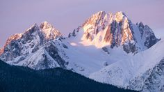 Morning light on top of Cathedral Peaks in Haines AK. [20481152][OC] #reddit