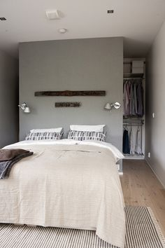 begehbarer-kleiderschrank-hinter-bett walk-in-closet-behind-bed Learning to make a new parti Closet Bedroom, Home Bedroom, Bed In Closet, Closet Space, Wardrobe Small Bedroom, Bedroom Small, Bedroom Curtains, Bedroom Decor, Stylish Bedroom