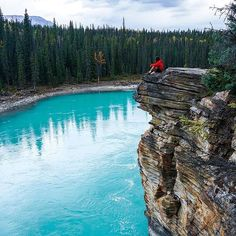 Jasper National Park in Canada is a great place whether. Great Places, Beautiful Places, Beautiful Pictures, Go Glamping, Visit Canada, Travel Goals, Wanderlust Travel, Adventure Travel, Travel Destinations