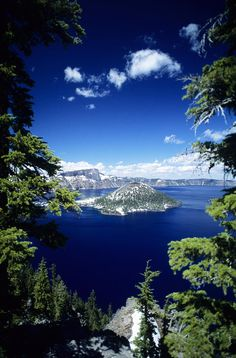 Wizard Island, Crater Lake, Crater Lake National Park, Oregon; photo by Allan Seiden
