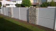 La bonne idée? Mélanger les claustras aluminium ABELIA et des gabions pour un résultat très design et tendance !