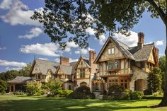 English Manor Houses, English House, English Tudor, English Country Manor, Tudor House Exterior, Mansions Homes, Luxury Mansions, Castle House, Sims House